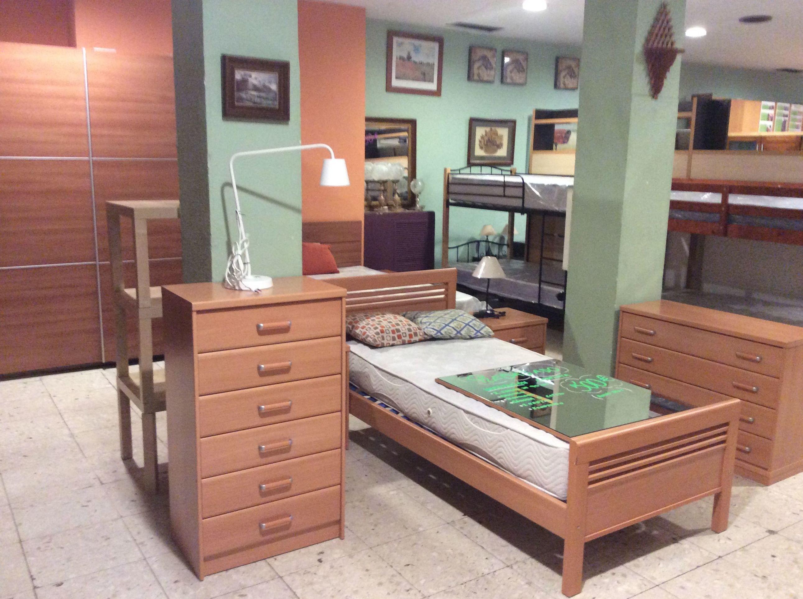 Foto 128 de Recogida y venta de muebles usados en Gijón | Remar Asturias
