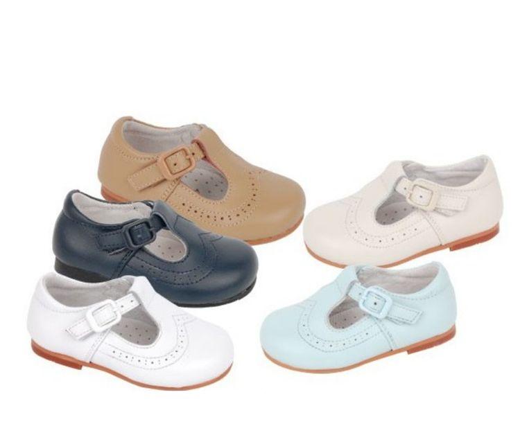Gran variedad de zapatos para bebés