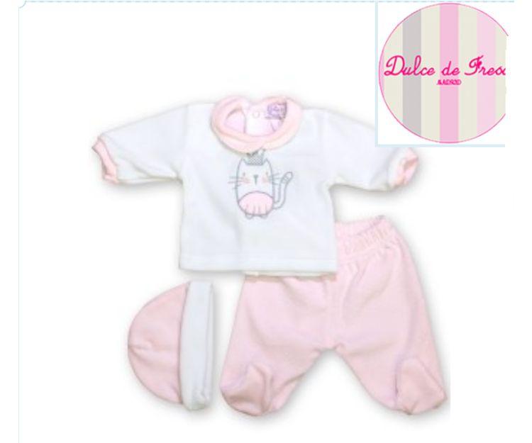 Conjunto de tres piezas para bebé de color rosa