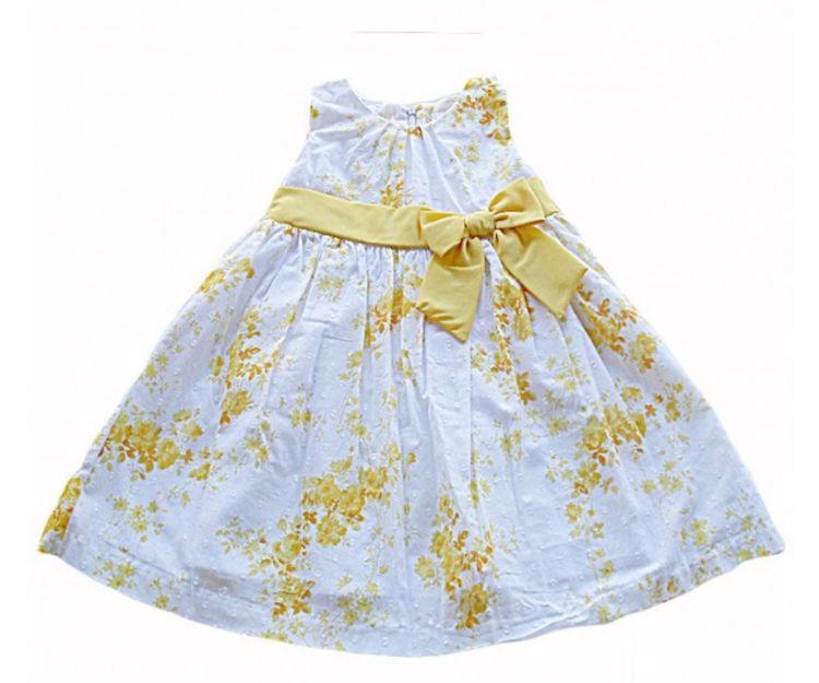 Vestido de niña con flores y sin mangas