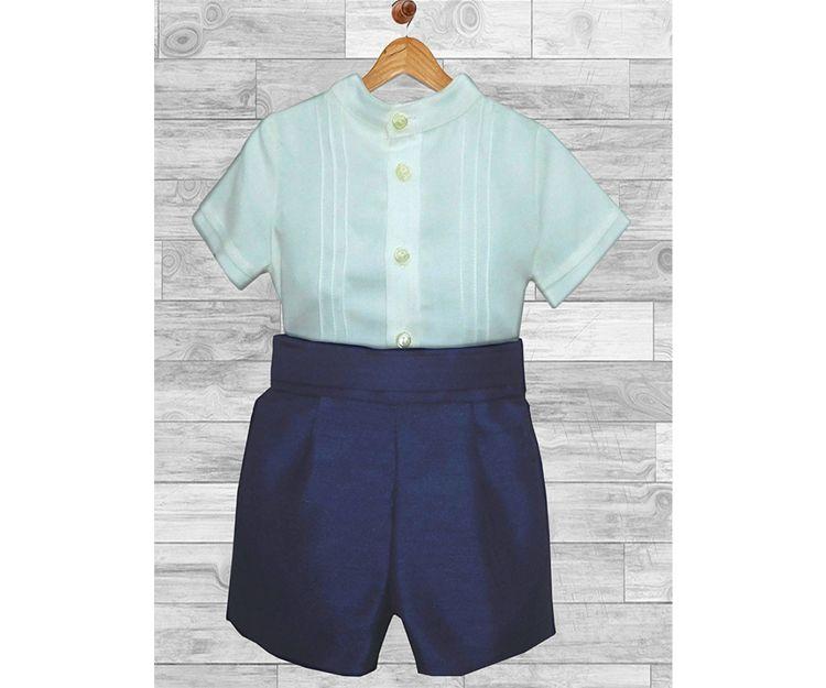 Pantalón corto azul con camisa a juego