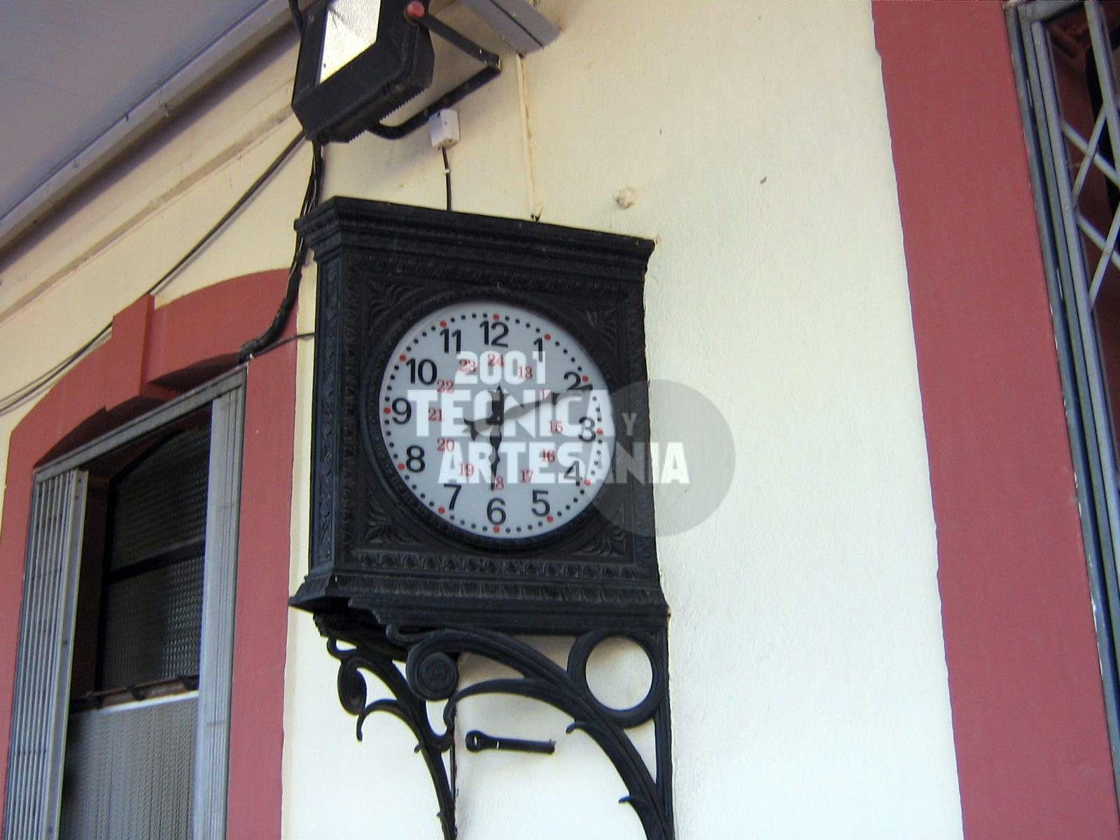 Venta e instalación de relojes para estaciones de tren o bus