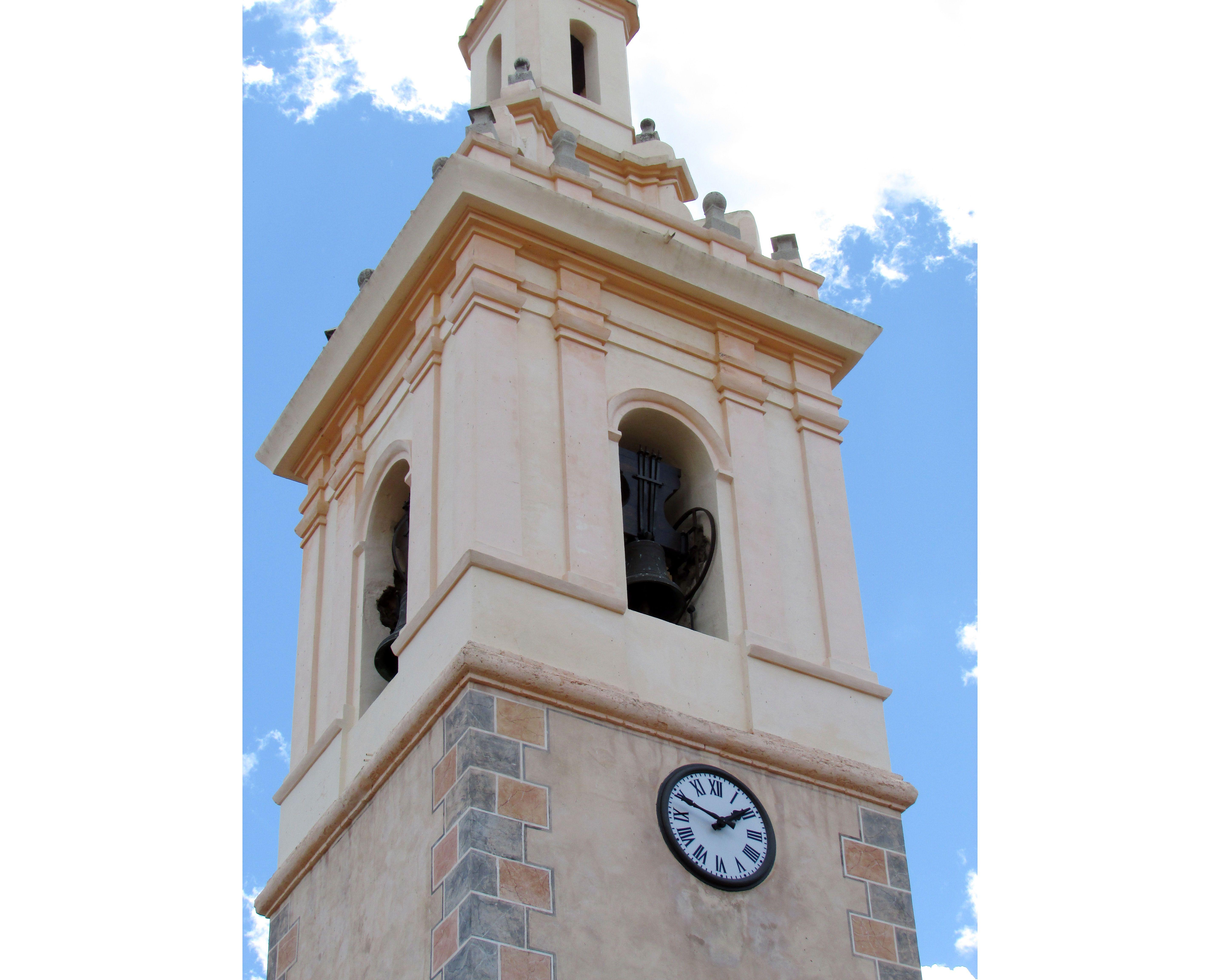 Reloj en la torre de La Llosa