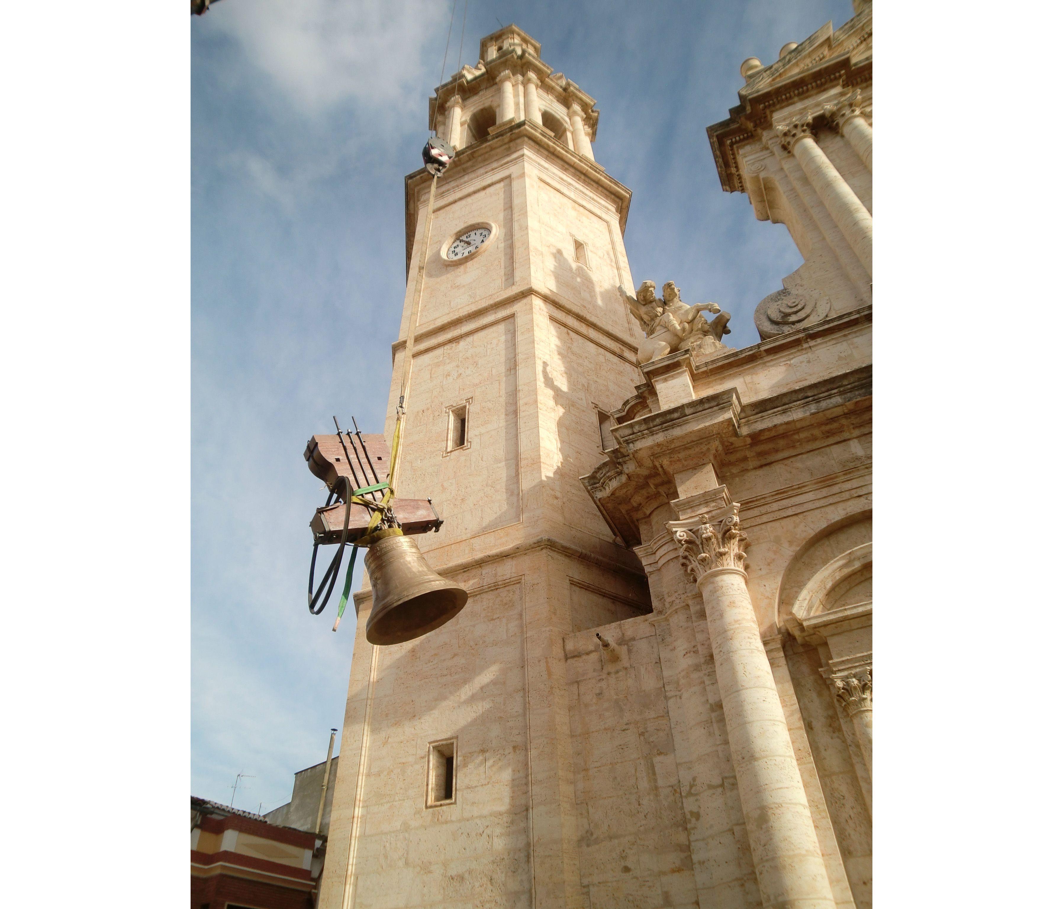 Montaje de campanas en Torres de Iglesias