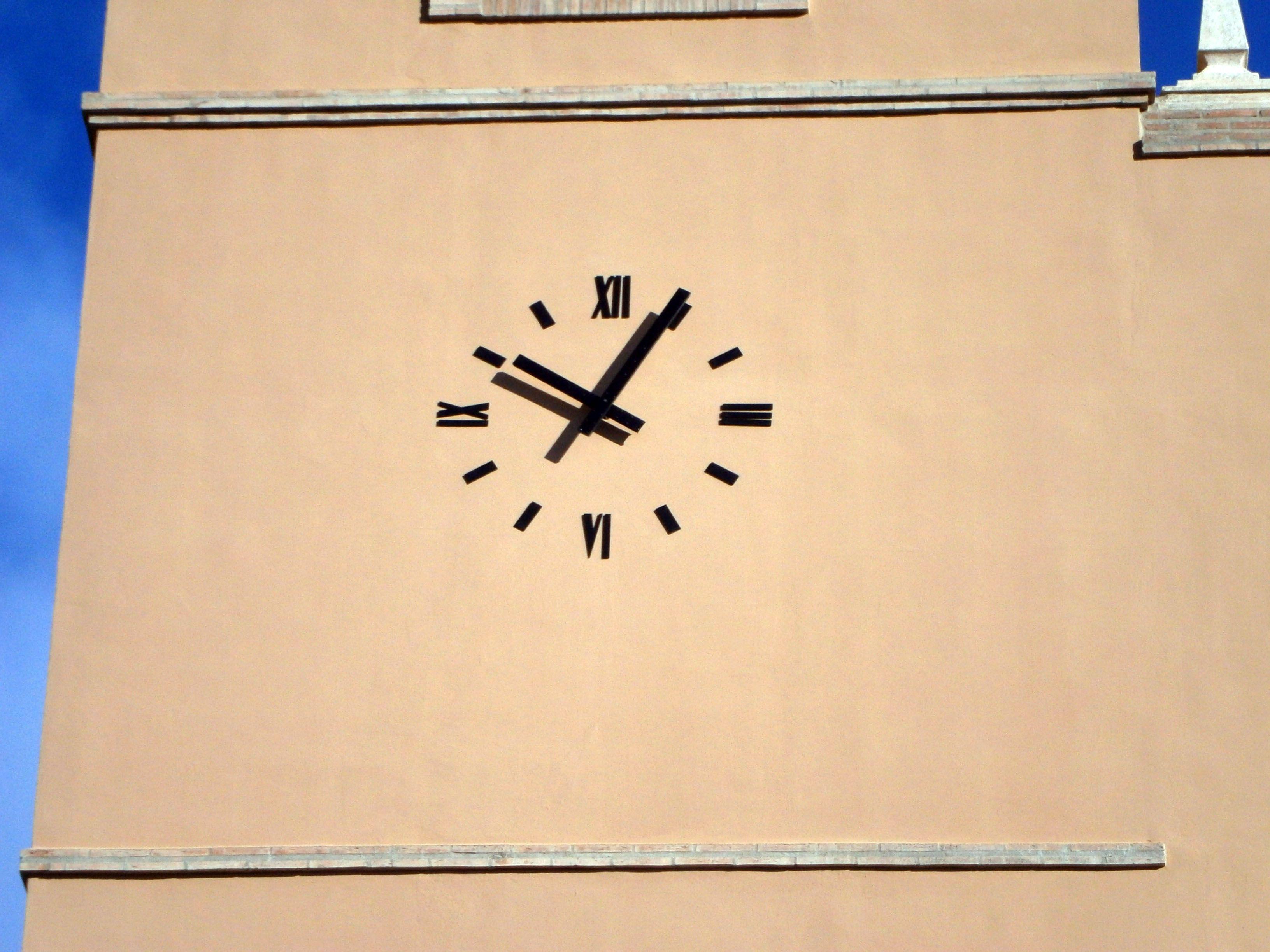Reloj de pared en la torre de Moncada