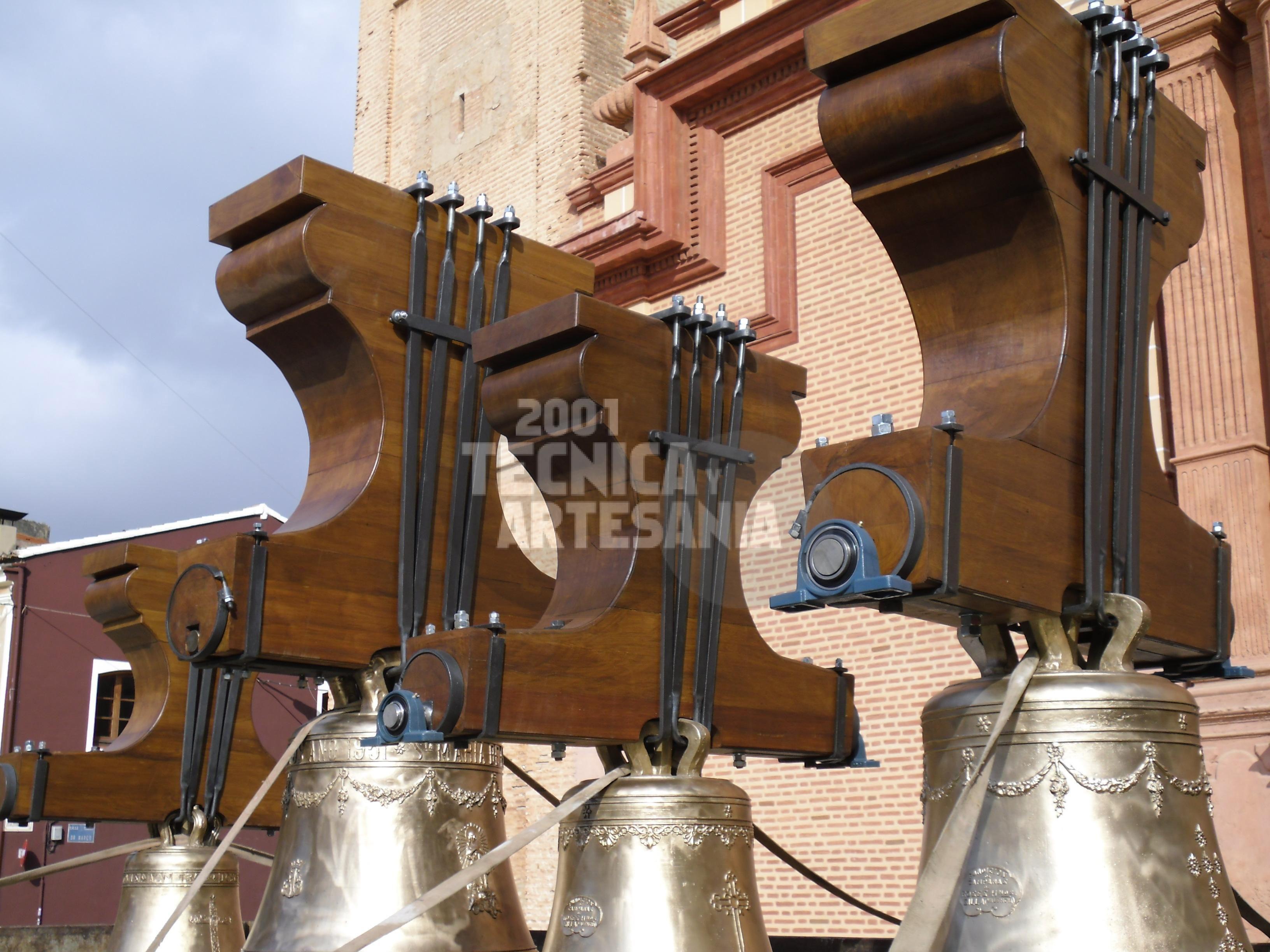 Yugos de madera para campanas en Valencia