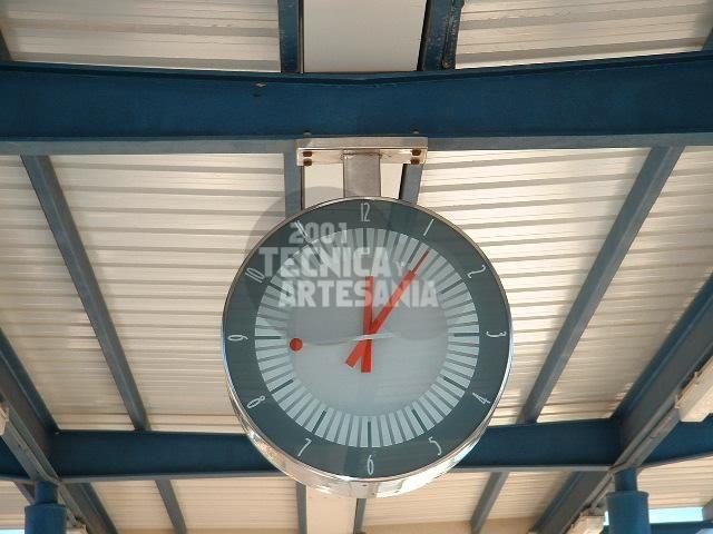 Relojes de estación: Productos de 2001 Técnica y Artesanía