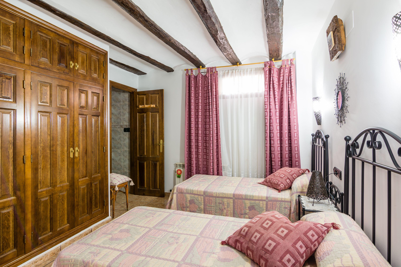 Casa rural grande en la sierra de Albarracín