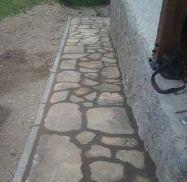 Colocación de piedra natural en acera