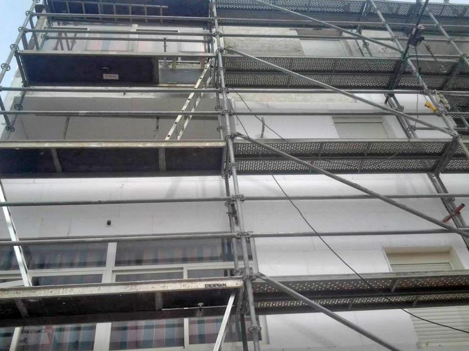 Trabajos de rehabilitación de fachada
