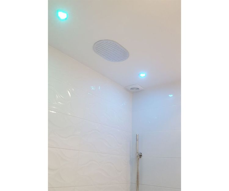 Instalación de luces en baño