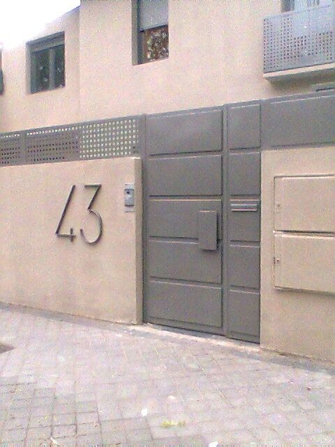 Puerta a juego con cemento