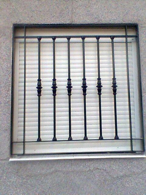 Reja torneado para ventana