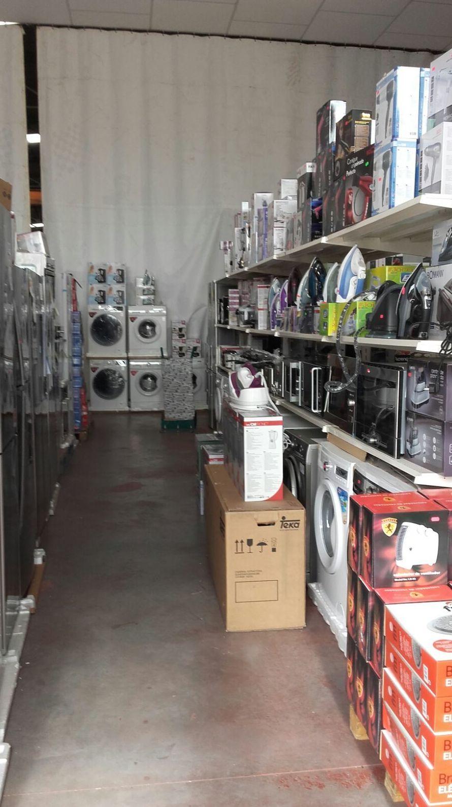 Pasillos llenos de ofertas en electrodomésticos en Electrobox