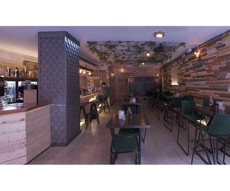 Interior del bar cafetería en León