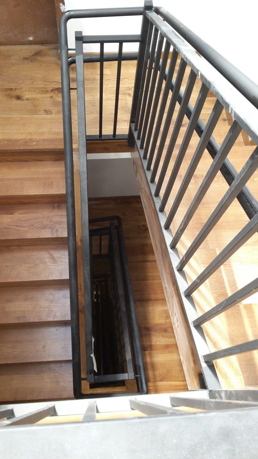 Realizamos pasamanos y escaleras de hierro y acero inoxidable