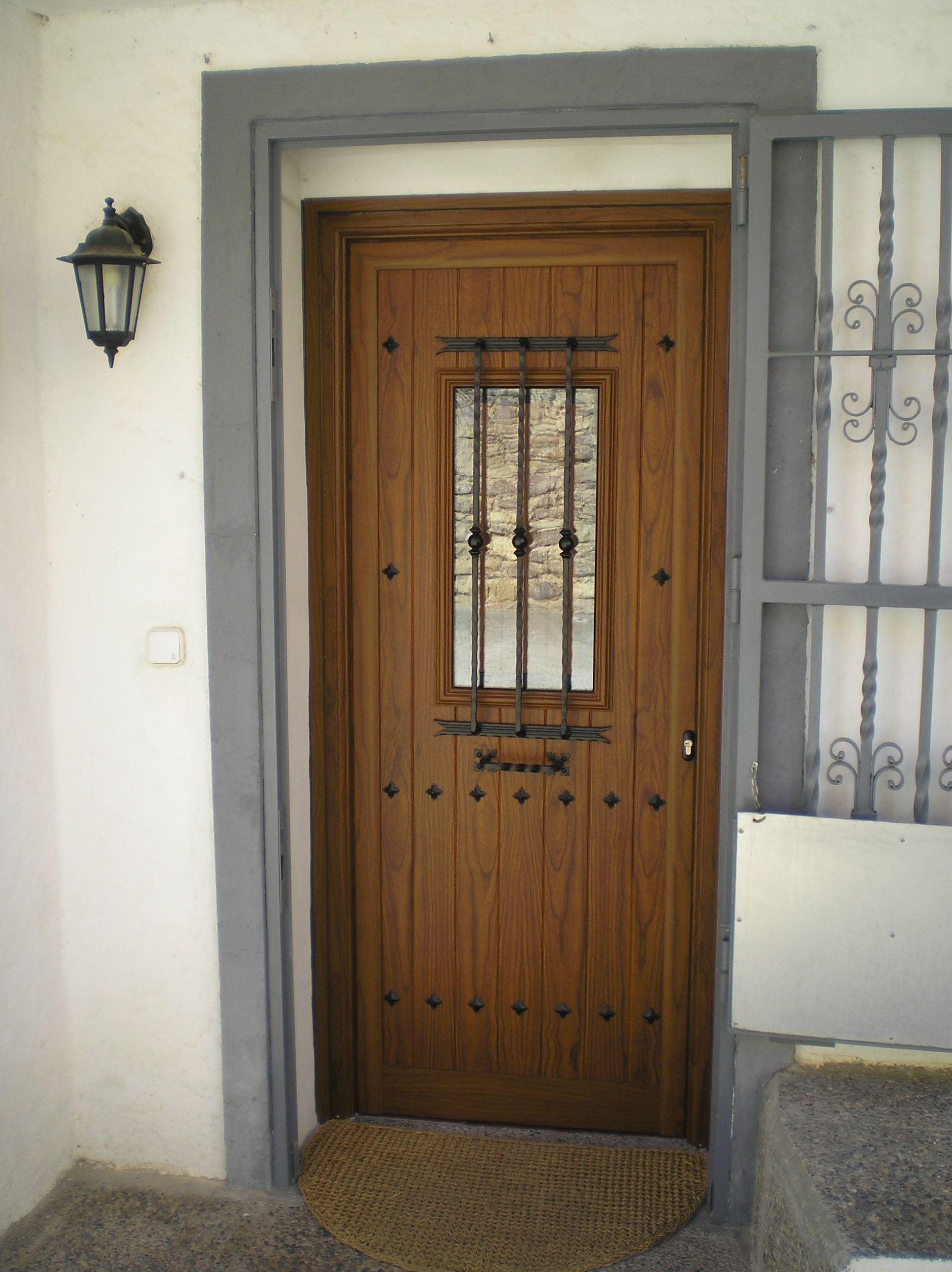 Puertas de aluminio exterior finest puerta exterior de for Precio puerta madera exterior