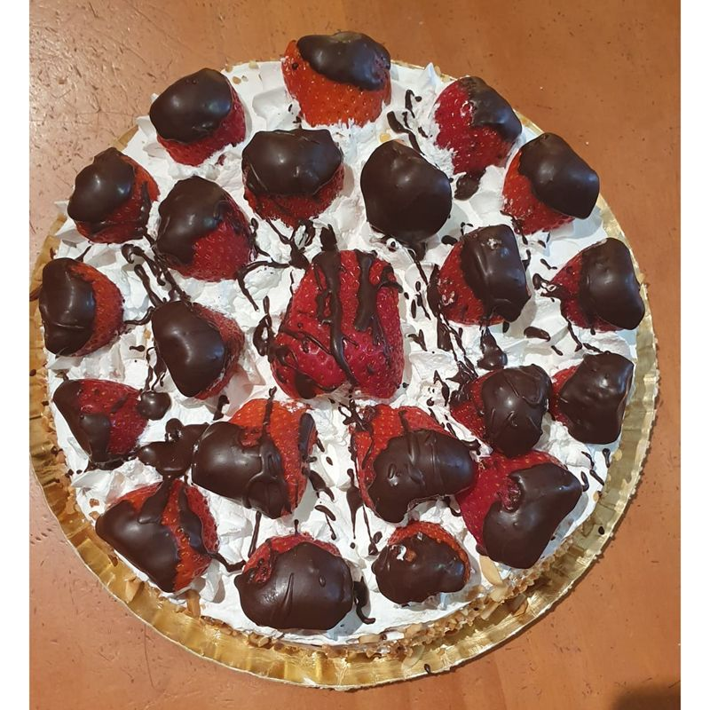Tartas de fresas con nata y chocolate en Jaén