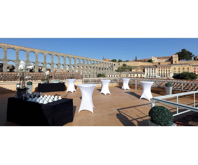 Terraza del Hotel Eurostars Plaza Acueducto con una de las mejores vistas de Segovia