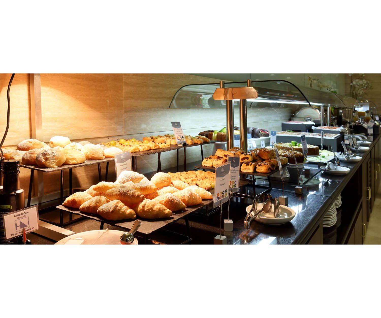 Buffet de desayuno, también con productos para celiacos