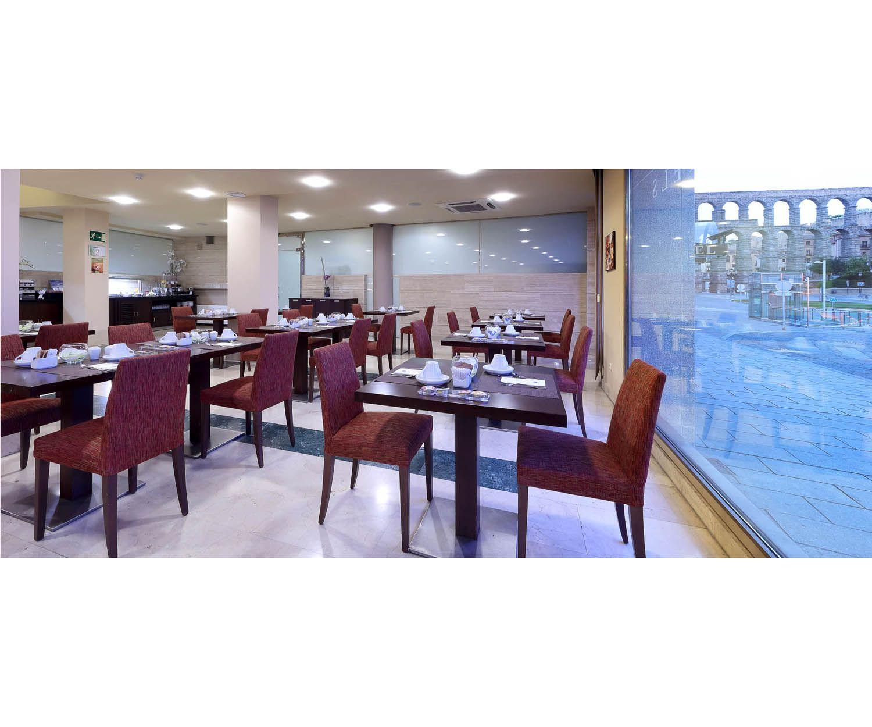 Amplio salón de nuestra cafetería restaurante