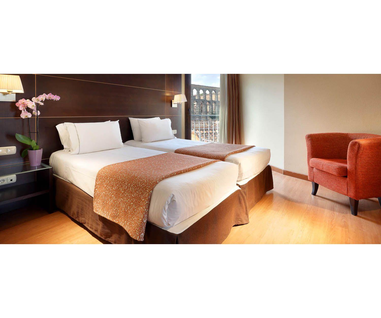 Hotel con 62 confortables habitaciones junto al Acueducto de Segovia