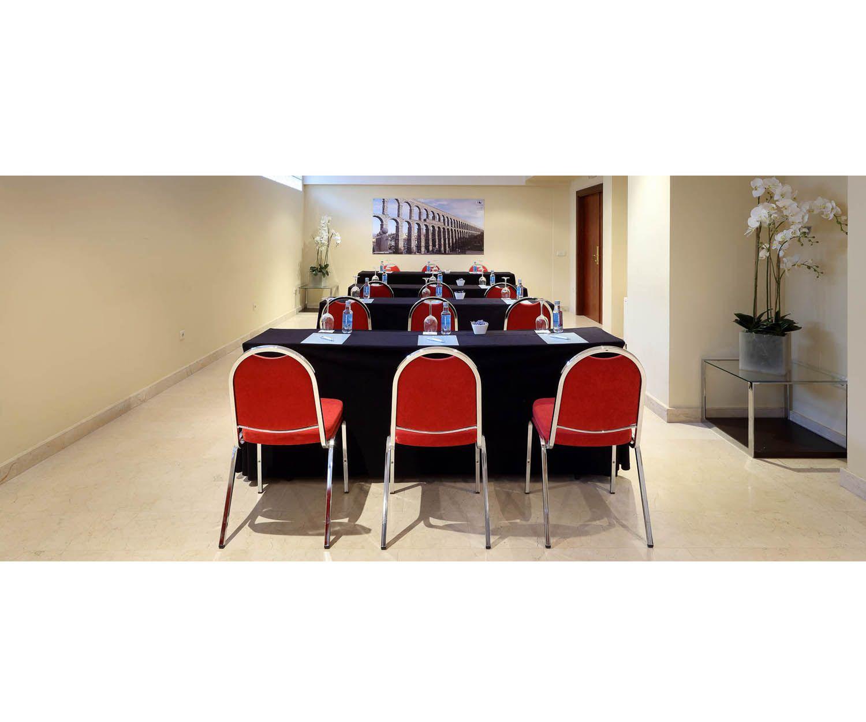 Disponemos de 3 salones para reuniones y conferencias