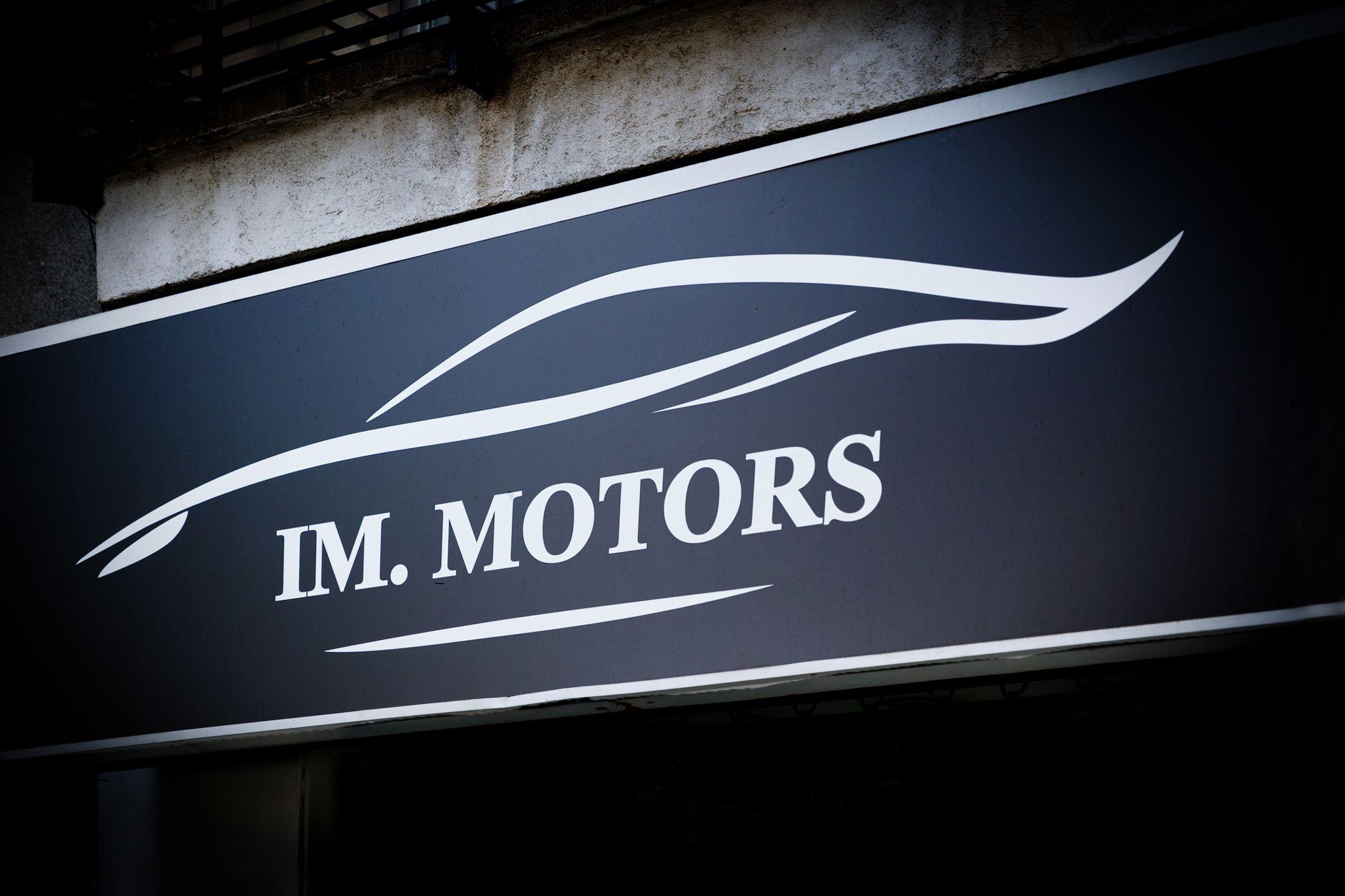 Taller dedicado a la compra venta de coches en La Llagosta