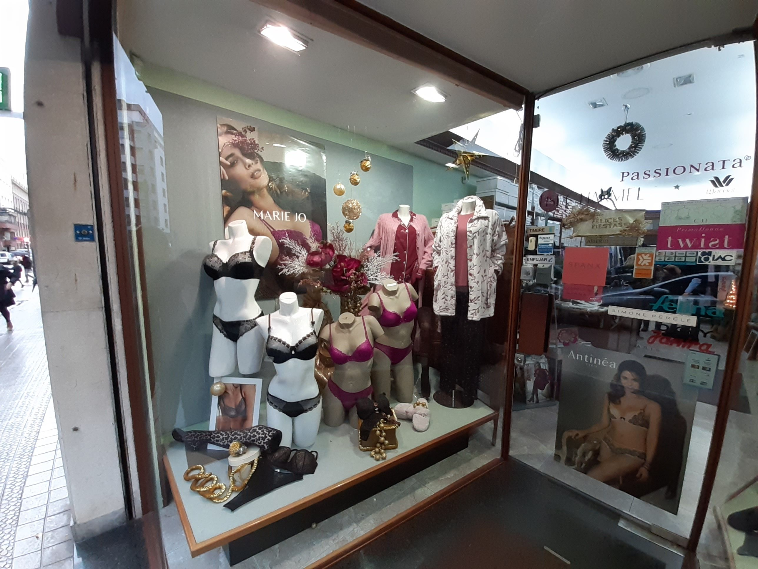 Foto 7 de Lencería y ropa interior en Bilbao | Lencería y Corsetería Bayón