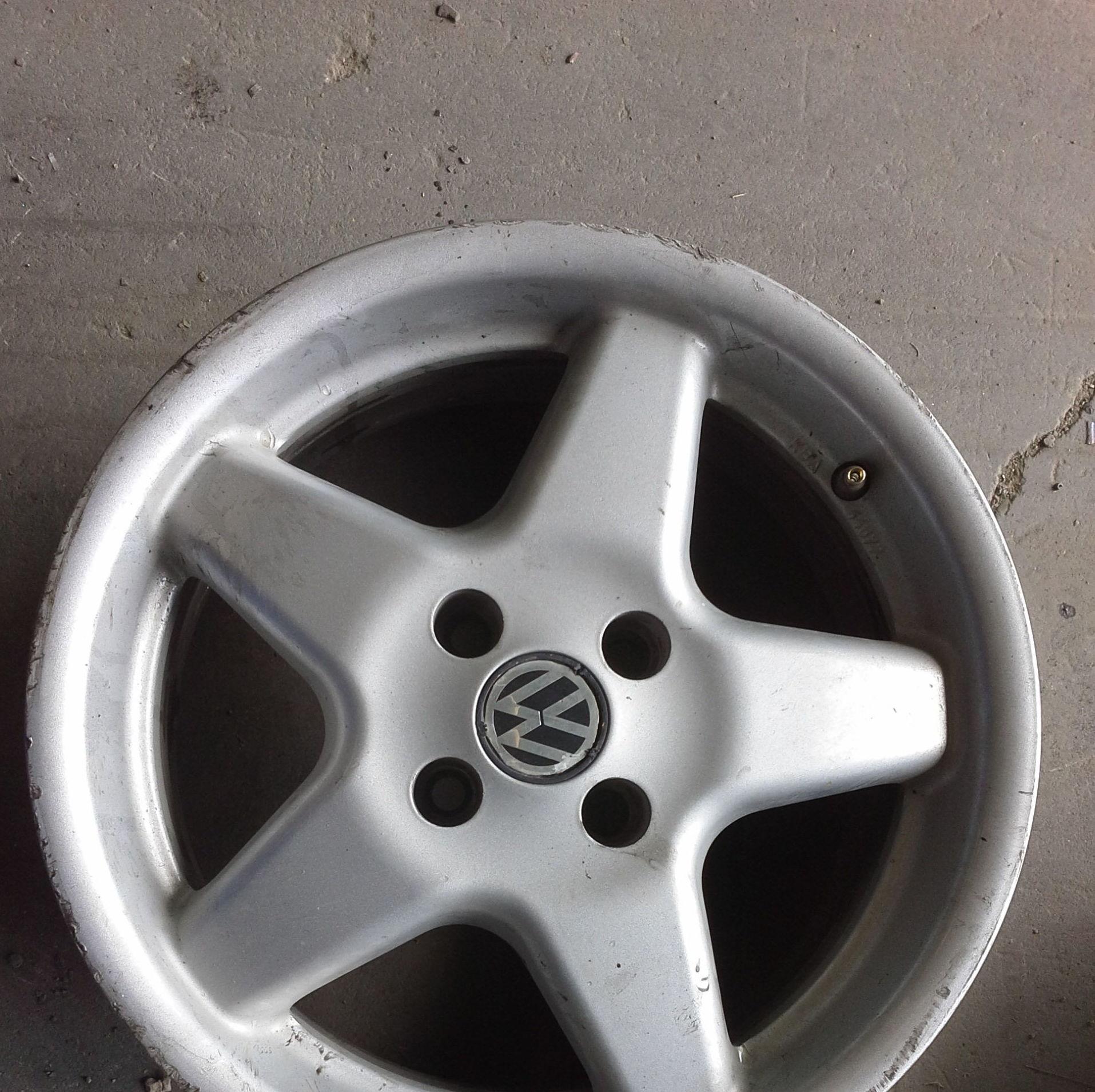 juego de llantas de Volkswagen en R 15 de 4 tornillos