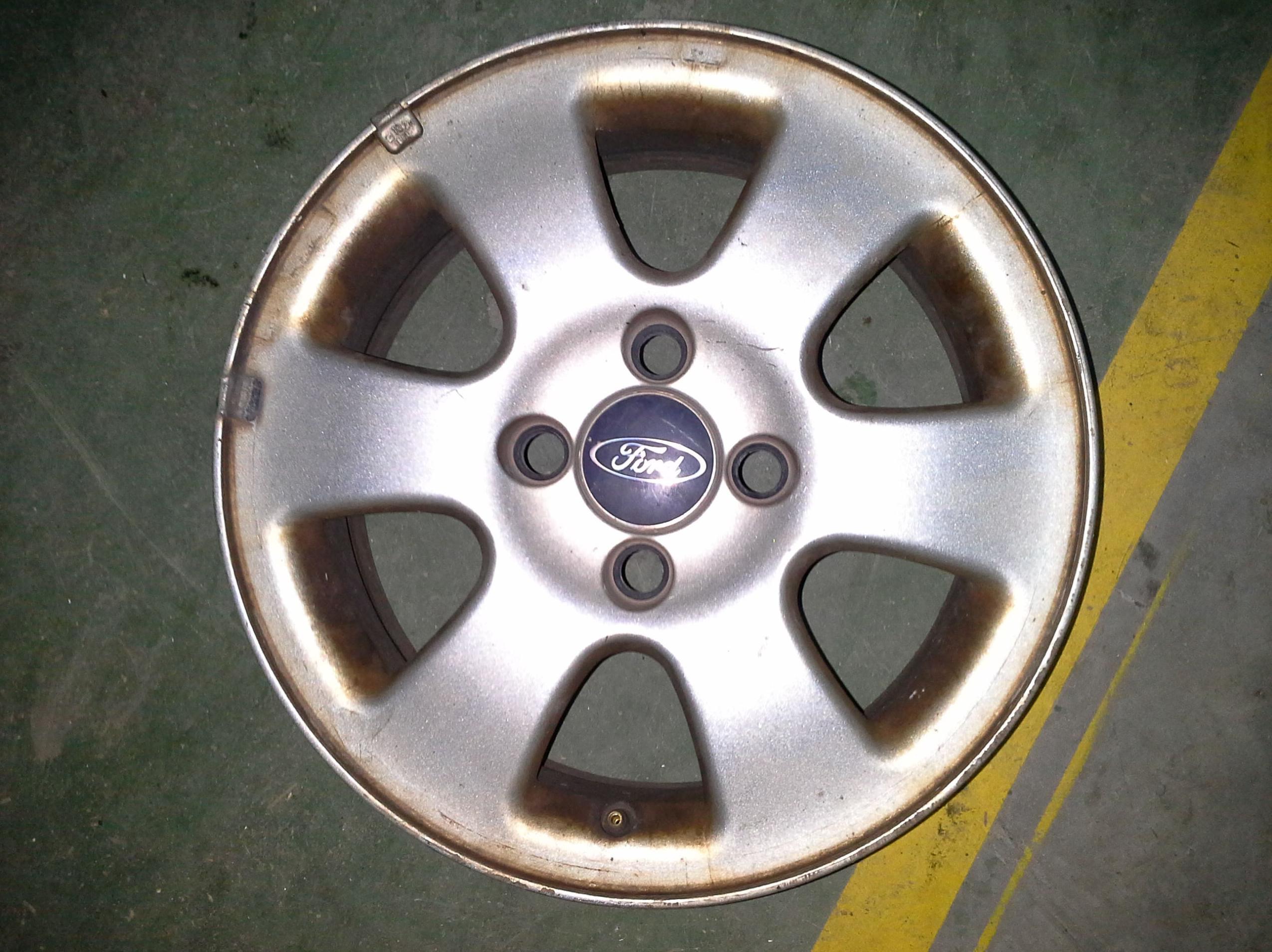 Llantas de aluminio de Ford en R-15 en desguaces Clemente de Albacete