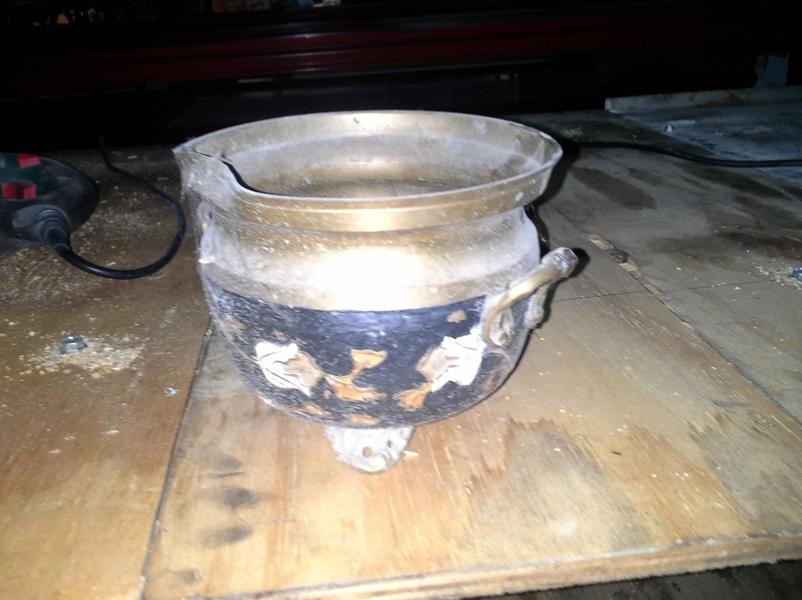 vasija antigua de laton