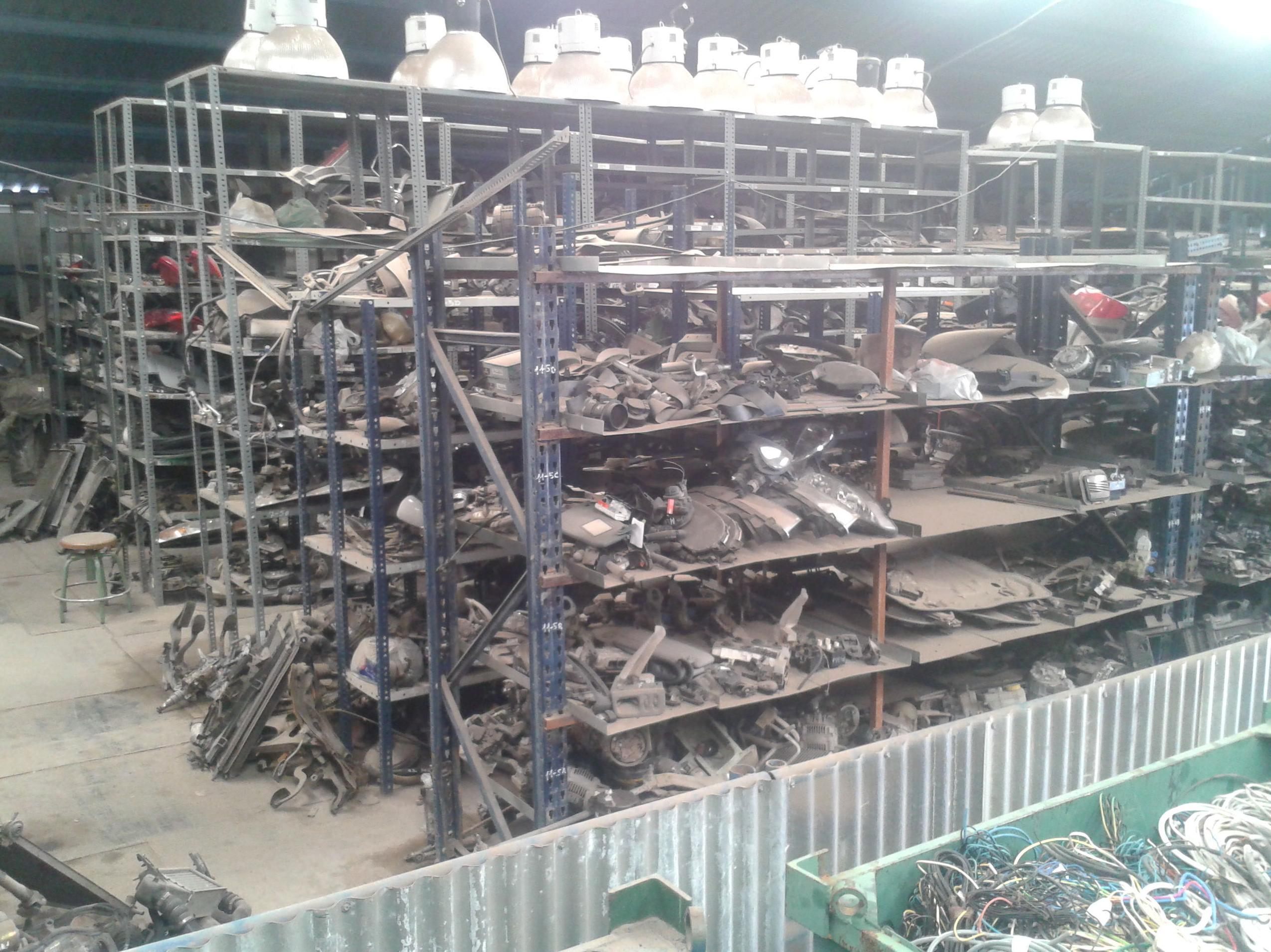 gran cantidad de piezas de repuesto