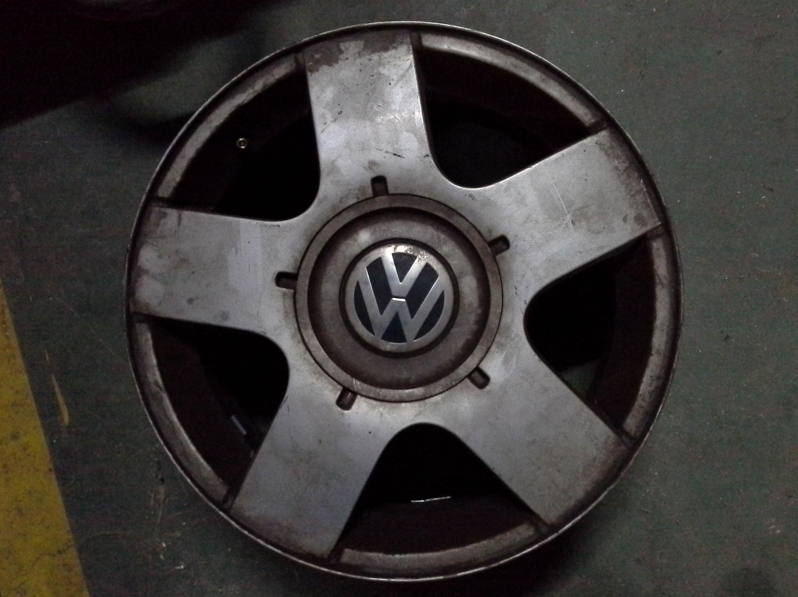 Llantas de aluminio de volkswagen en R-15 de 5 tornillos en Desguaces Clemente de Albacete