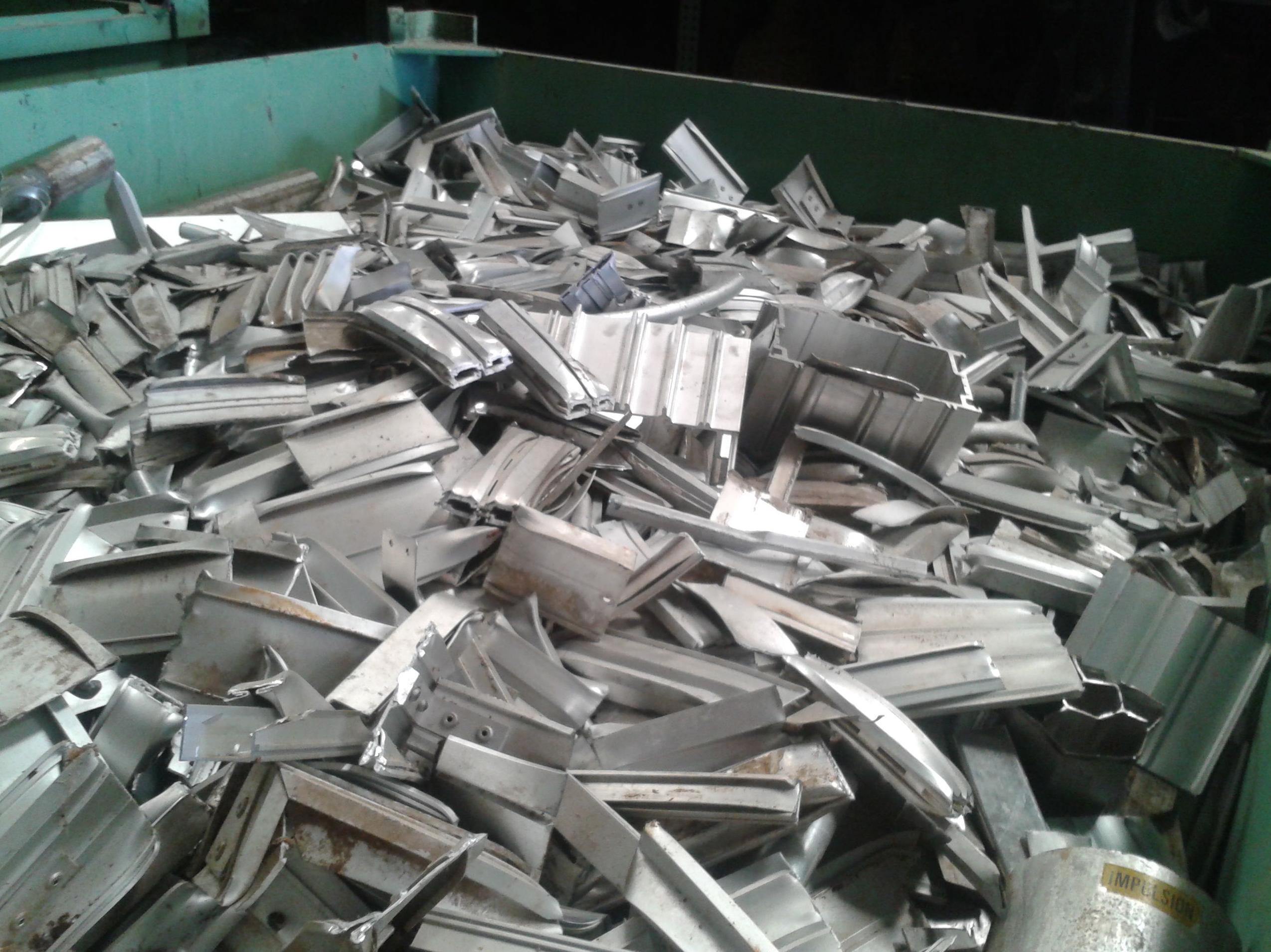 compra de aluminio de carter y perfil en albacete. chatarras clemente