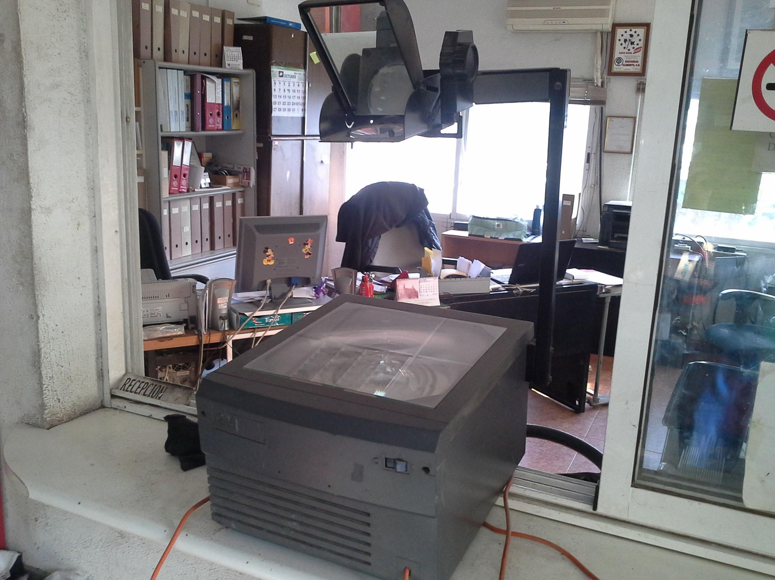 proyector de transparencias en Chatarras Clemente de Albacete