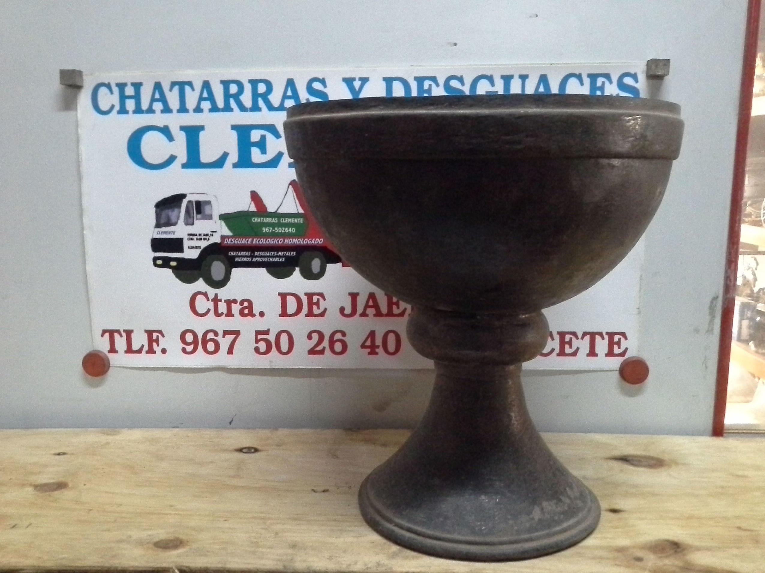 Copa de laton antigua en desguaces Clemente de Albacete
