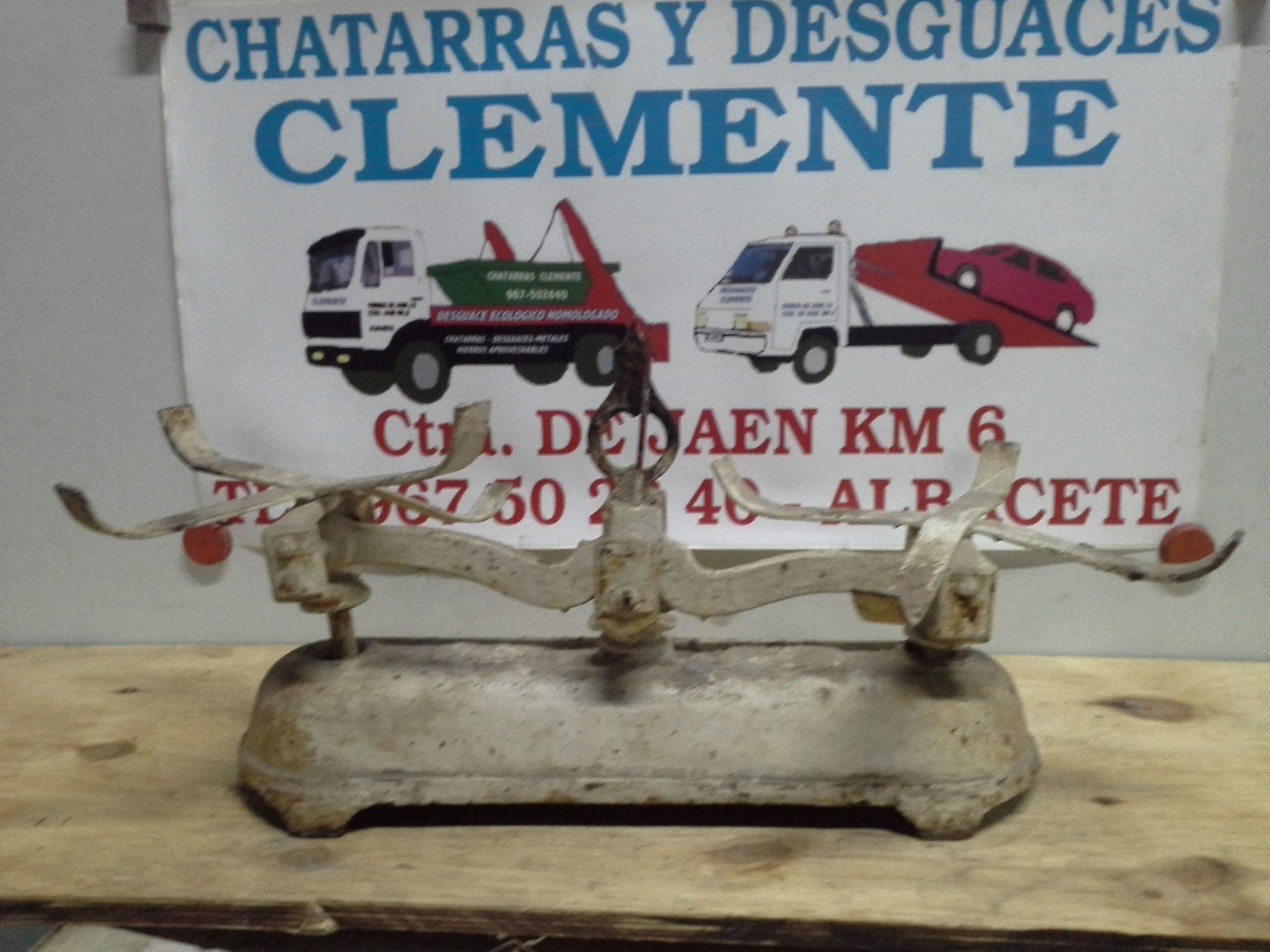 Balanza antigua en chatarras clemente de Albacete