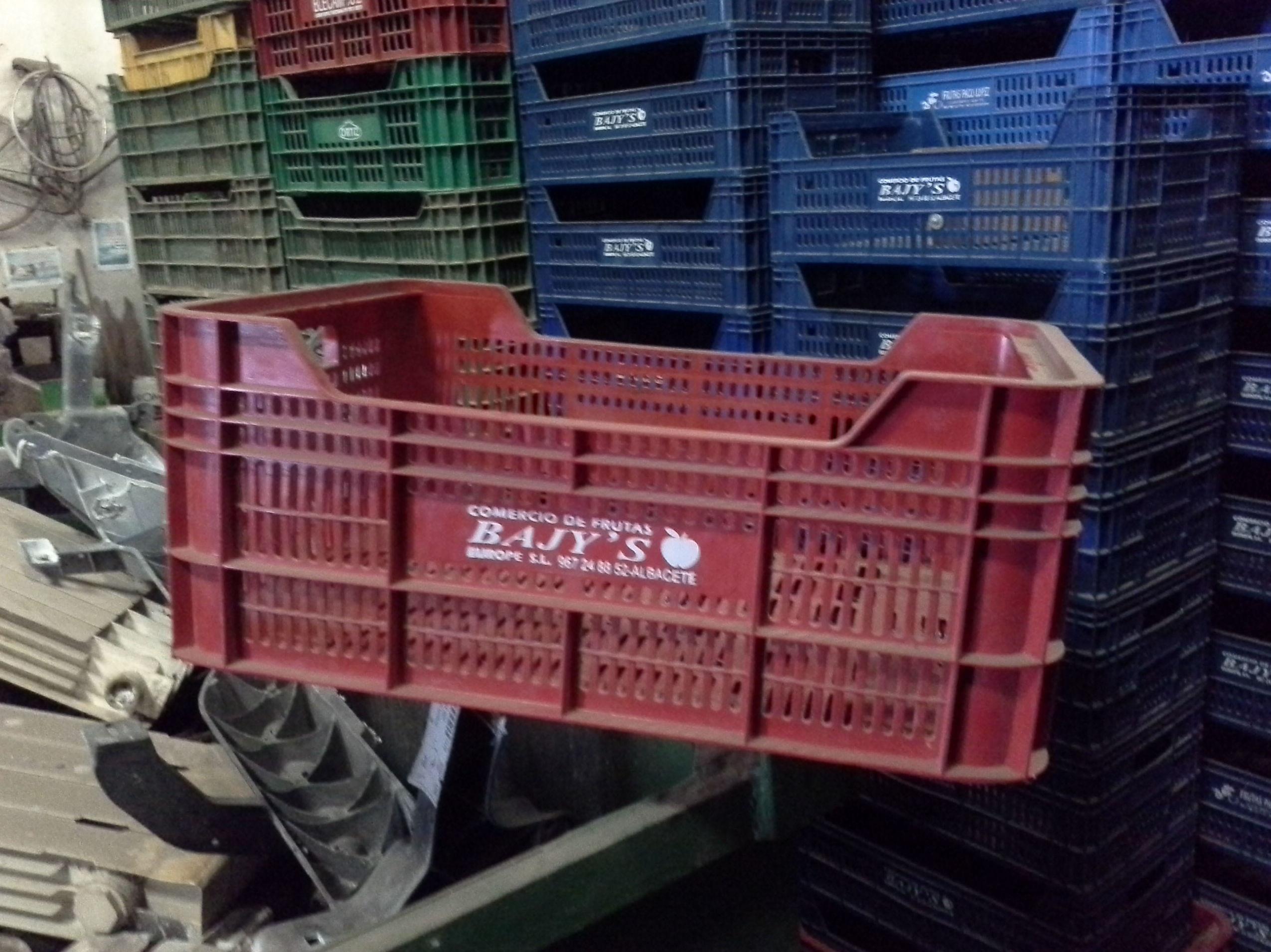 cajas de plastico de fruta usadas en albacete en desguaces clemente de albacete