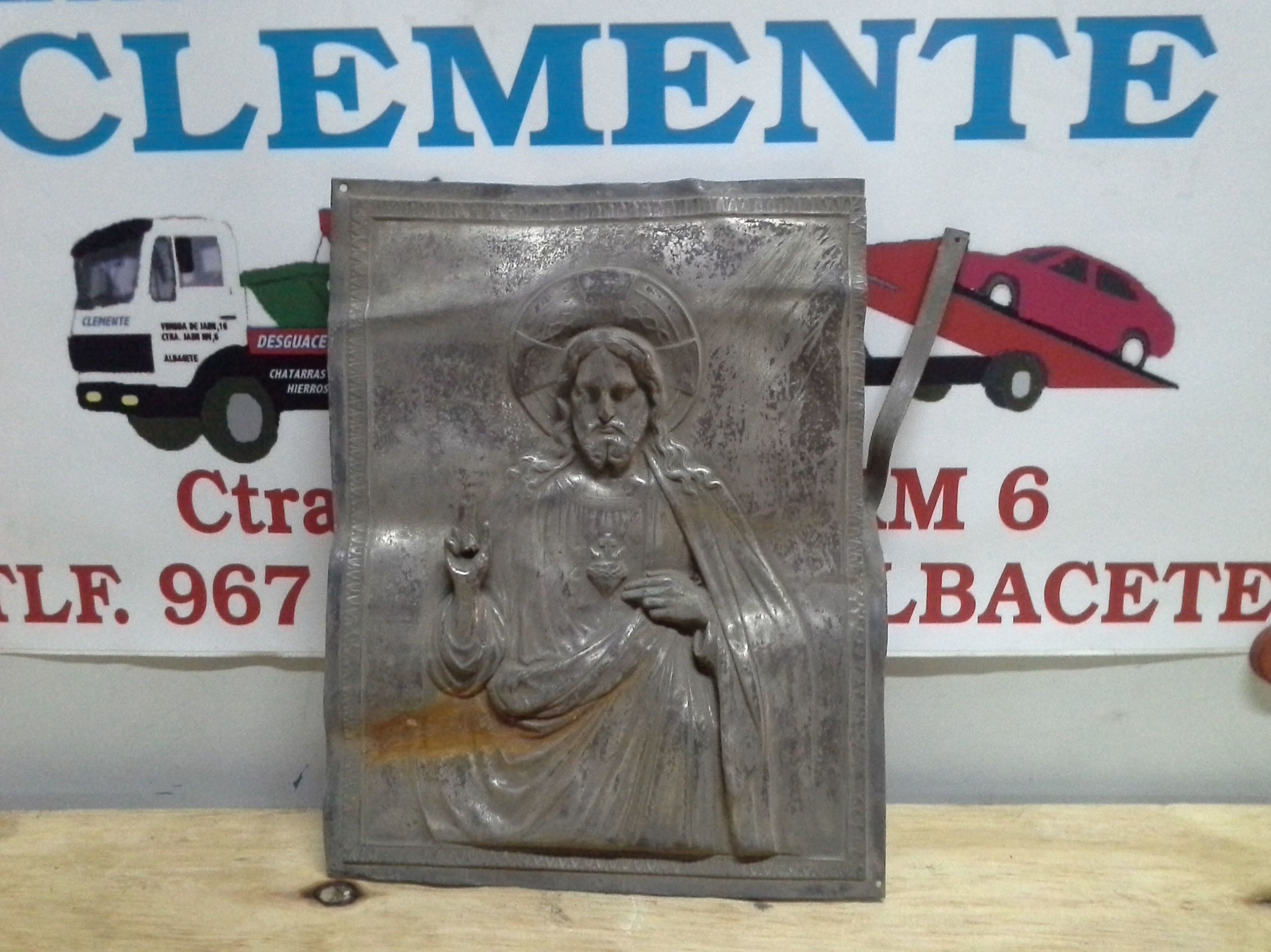 Cuadro de laton antiguo en chatarras clemente de Albacete