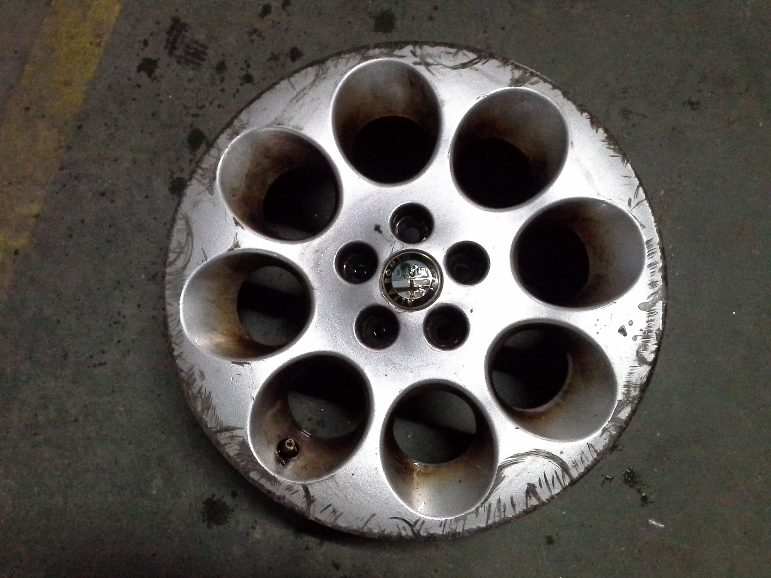 Llantas de aluminio de Alfa Romeo en R-15 de 5 tornillos en Desguaces Clemente de Albacete