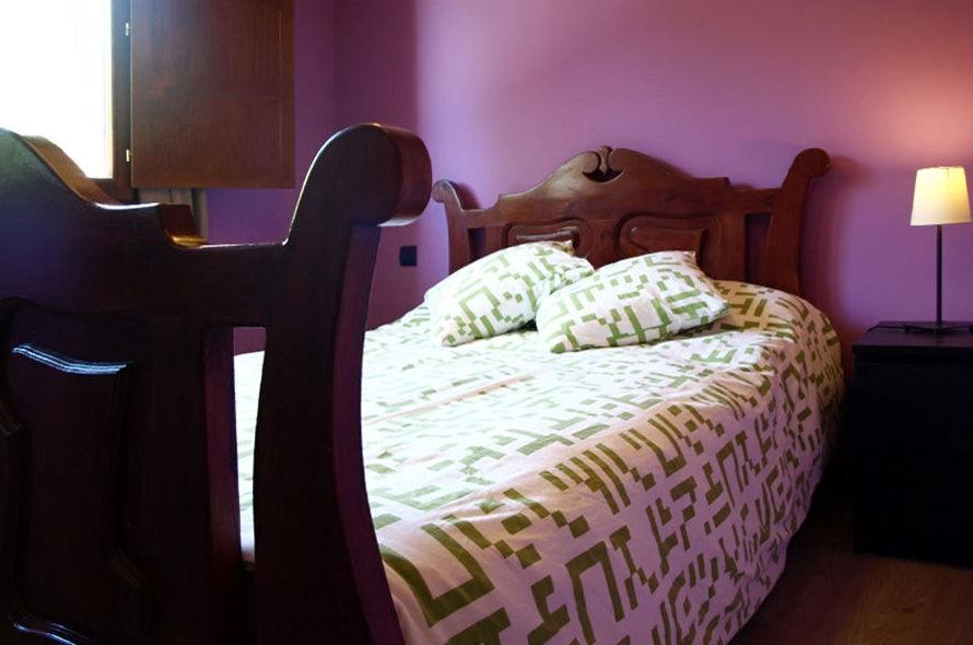 Habitación con cama de matrimonio y baño en planta 1