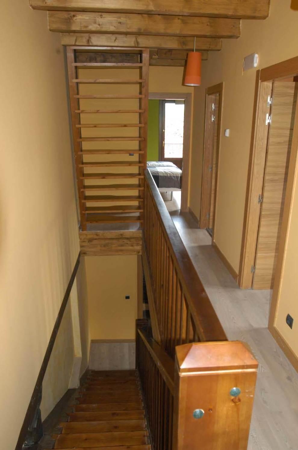 Escaleras de subida a las plantas superiores