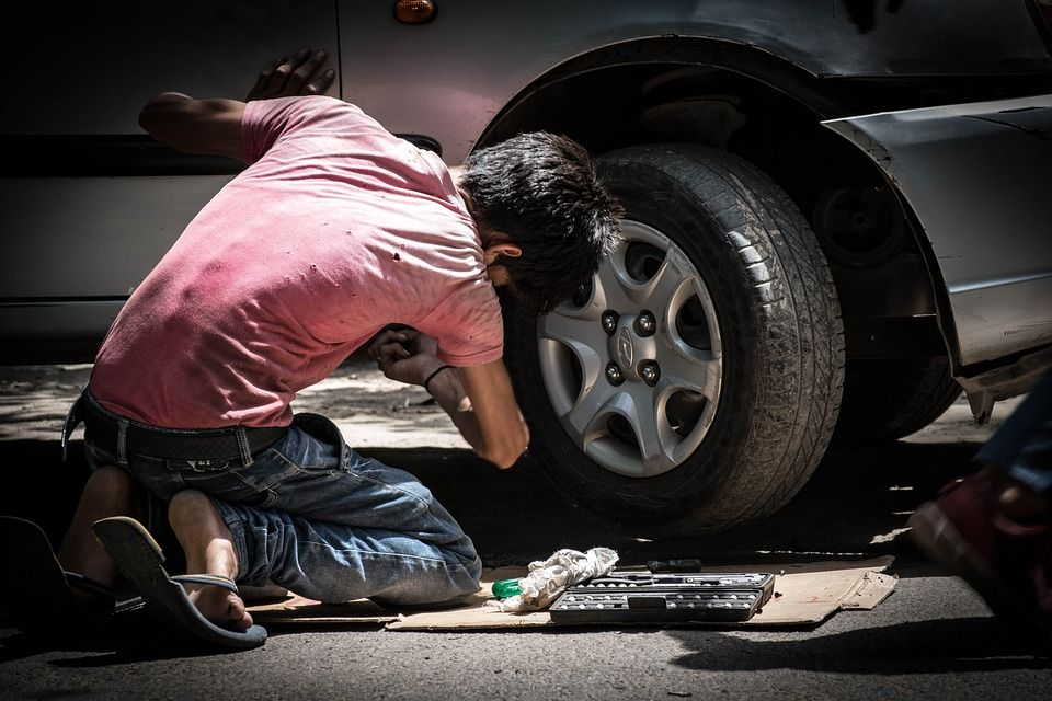 Mecánica rápida: Servicios de Neumáticos y Mecánica Rafa Jaén