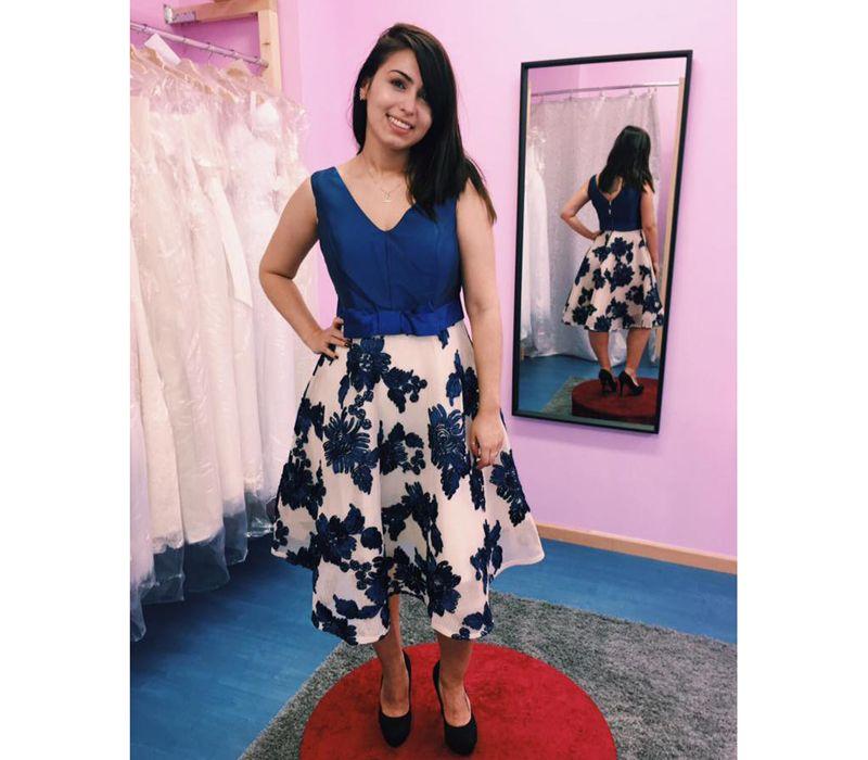Vestido con falda estampada de tonos azules