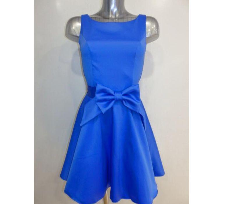 Vestido corto azul con detalle de lazo frontal