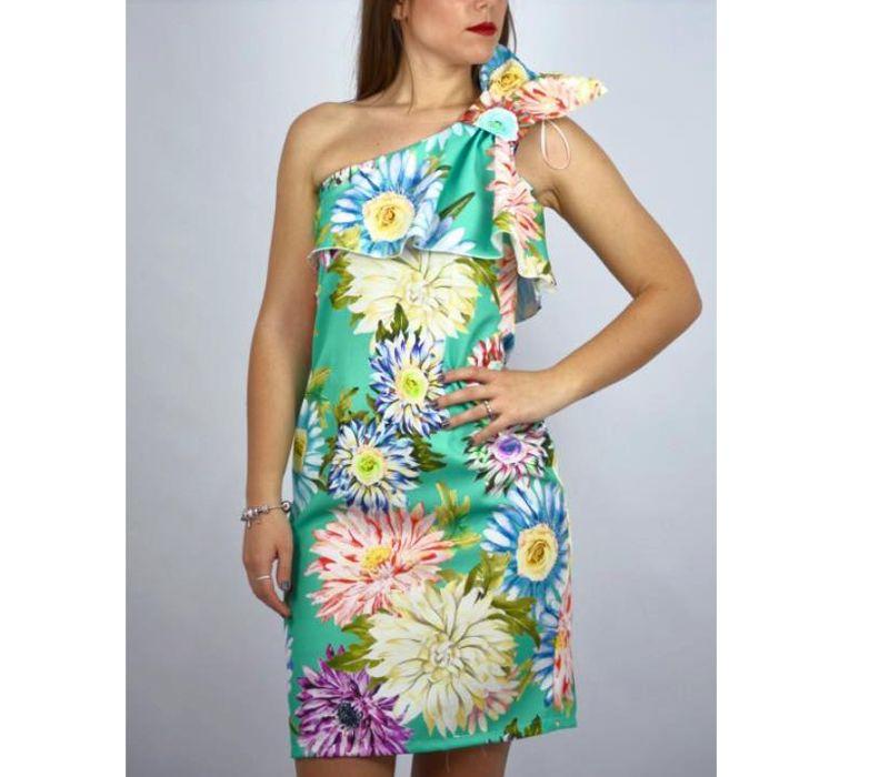 Vestido corto con hombro al aire y estampado floral