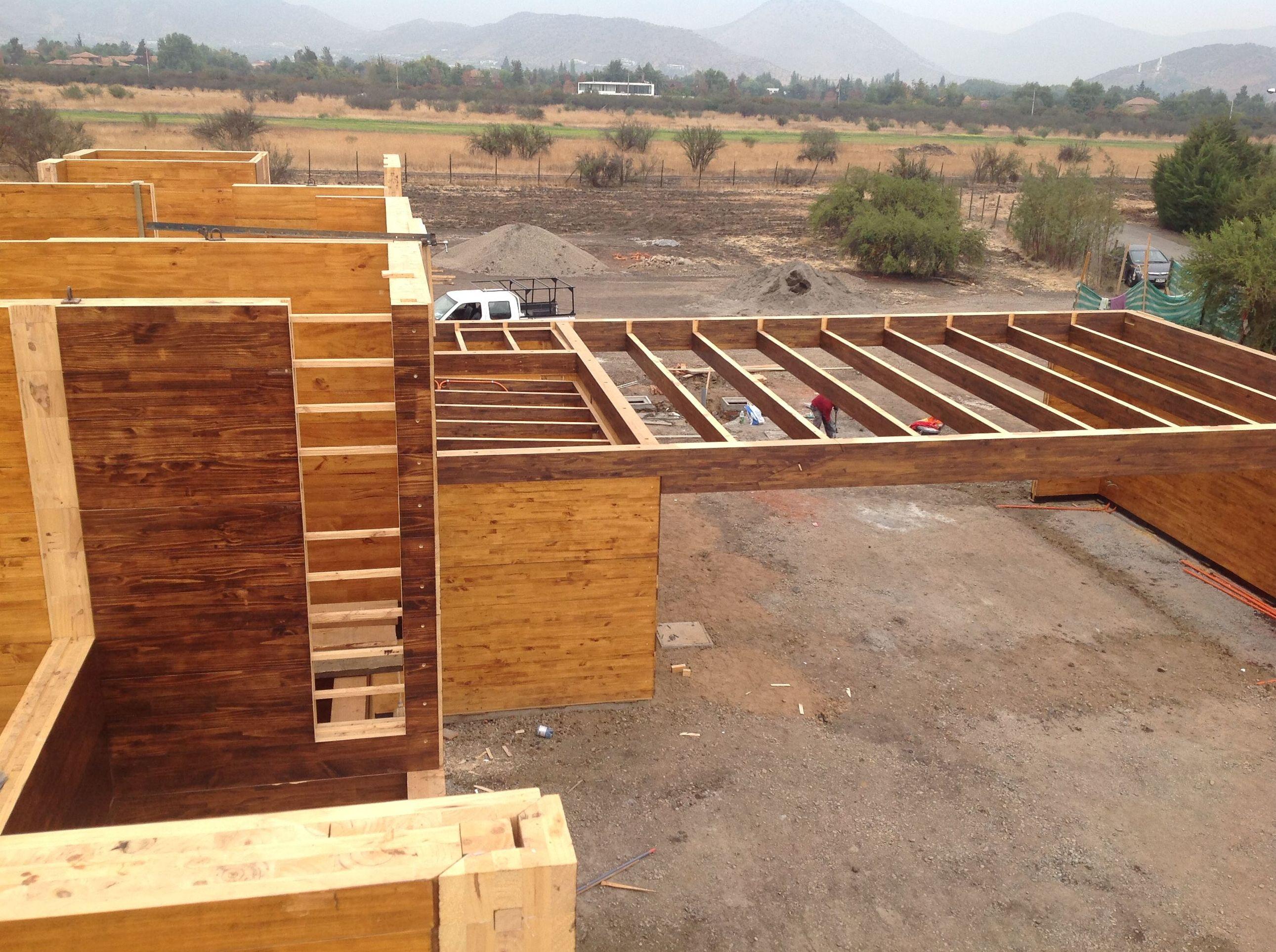 Construcción casa de madera moderna