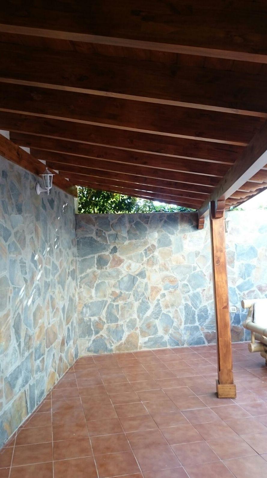 Montaje de techos de madera en Las Américas
