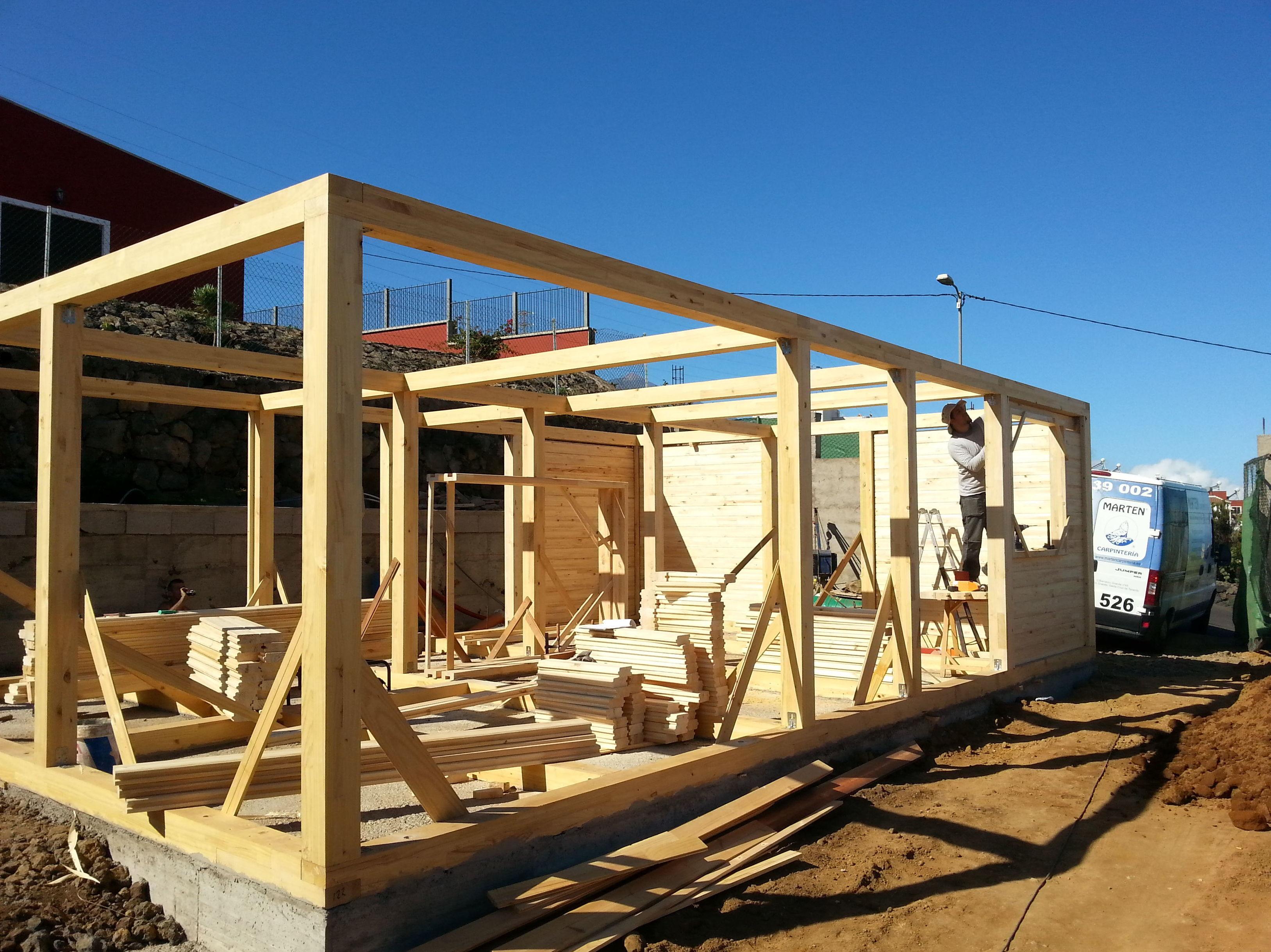 Primeros passos de la construcción de casa de madera en Santa Úrsula